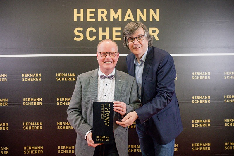 Übergabe Top Experte Award an den Trauercoach Thomas Sommerer